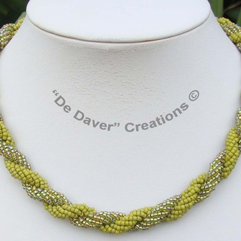 Collier Double spiral - light olivine