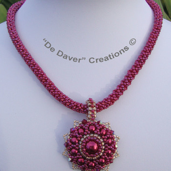 Collier Fourty - Raspberry/gold lined